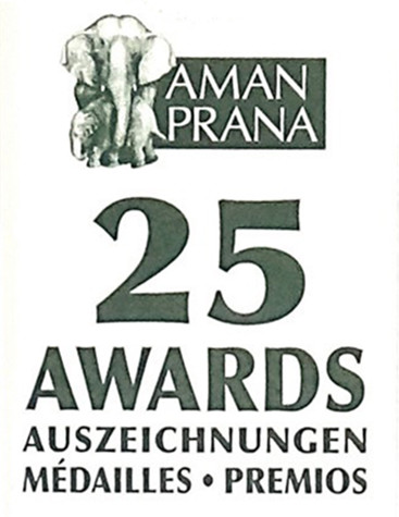 Neck tag of Amanprana Verde Salud organic olive oil with 25 awards