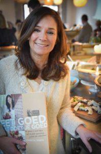 """Chantal Voets, schrijfster & foodie, tijdens haar boekvoorstelling """"Eet goed, dat doet je goed"""""""