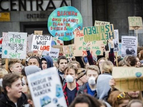 Jongeren die spijbelen voor ons milieu!