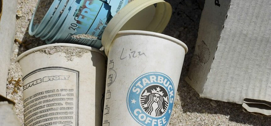 Geen koffiebekers van de Starbucks: stop vervuiling en neem herbruikbare koffiebekers mee