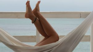 Zachte en glade benen als voordelen scheerolie