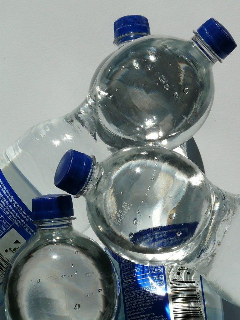 Het plastic wegwerp flesje zoals we hem kennen. Kies voor een duurzaam alternatief!