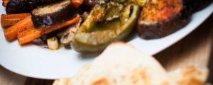Antipasto met geroosterde aubergine en paprika salade