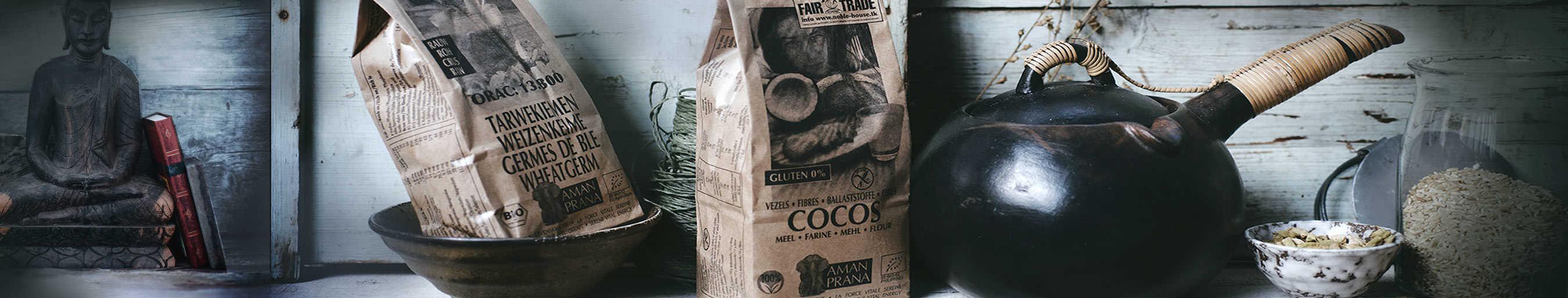 Amanprana biologische tarwekiemen en cocosmeel producten als sfeerfoto