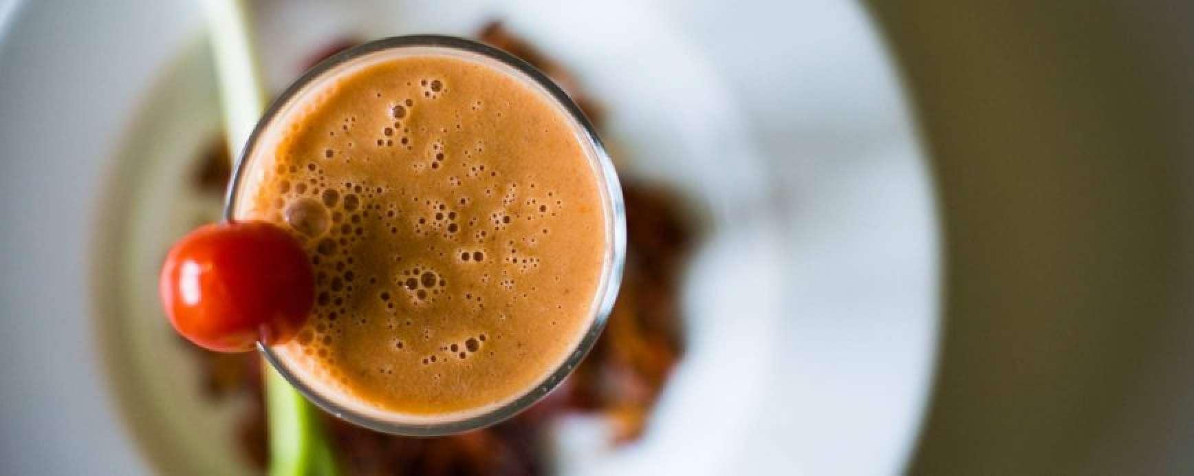 Bloody mary eiwitshake met rauwe cacao en kokosmeel