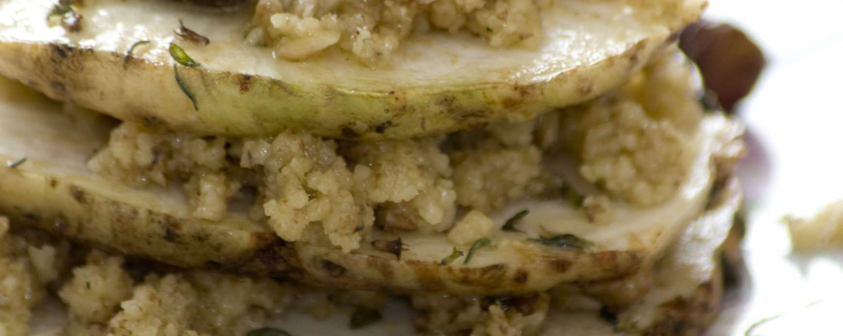 gebakken knolselderij met hazelnoten en walnotenpesto