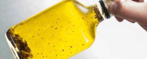 Faire de l'huile d'ail avec l'huile de noix et l'huile d'olive