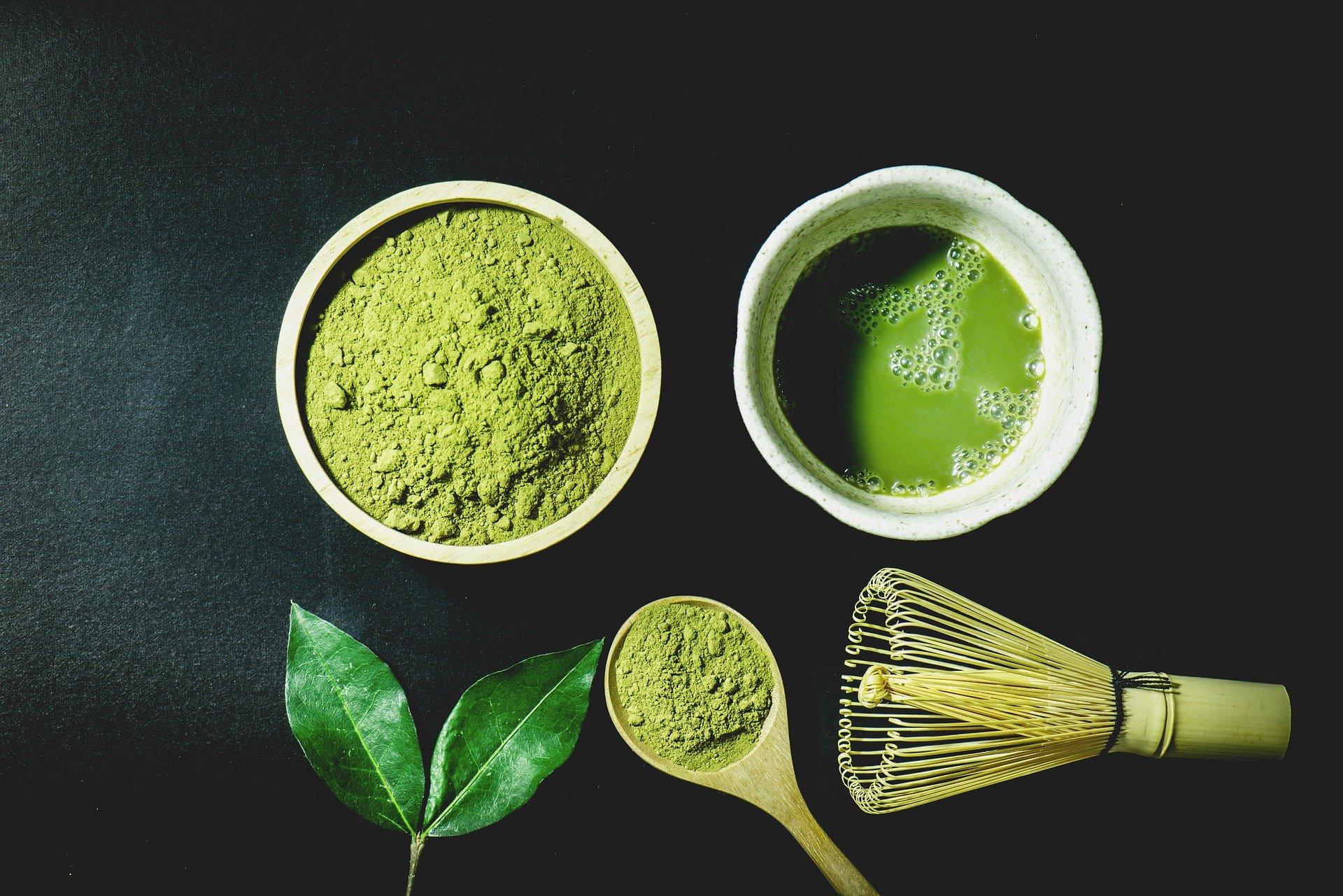 Matcha Japanse groene thee poeder en wisk