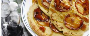 Quinoa pannenkoek met appel en ahornsiroop