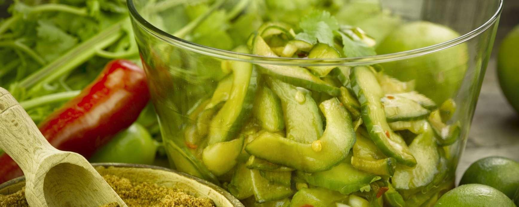 Thaise salade van komkommer met kokosbloesemsuiker