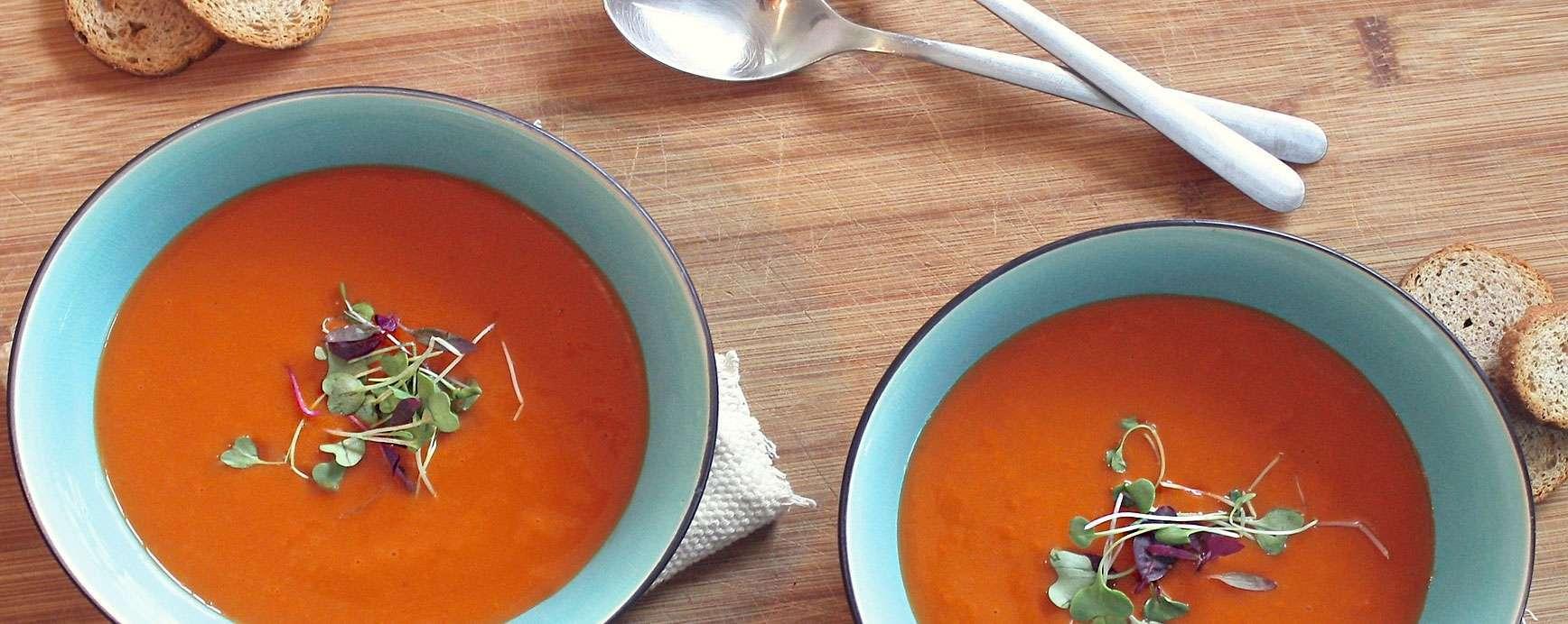 Tomatensoep met tofu en rode palmolie